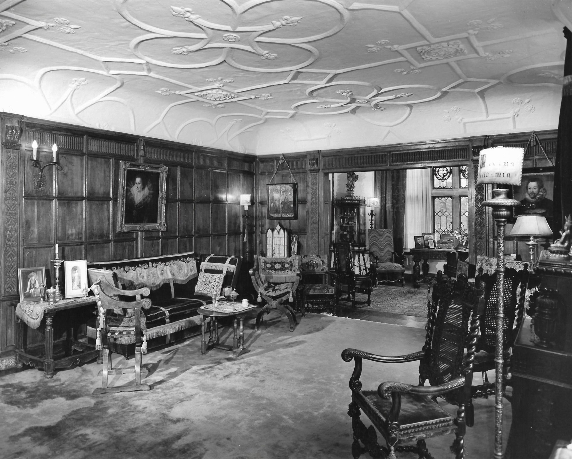 The Withdrawing Room, East End. Archival Photograph from the Personal Collection of Alexander and Virginia Weddell, courtesy of the Virginia House Museum.