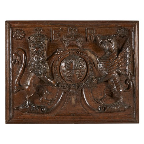 Lot 2 - A CARVED OAK HERALDIC ARMS OF QUEEN ELIZABETH I