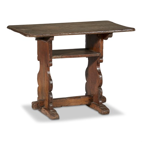 Lot 43 - A PROVINCIAL GEORGIAN OAK TRESTLE TABLE