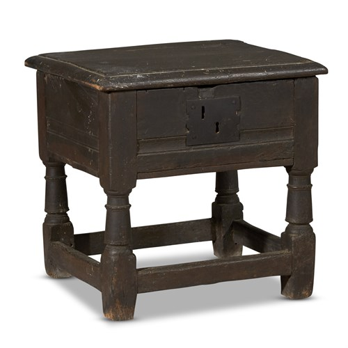 Lot 18 - A JACOBEAN CARVED OAK JOINED WORKSTAND