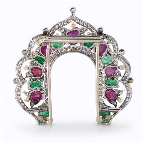 Lot 119 - An Art Deco Tutti Frutti ruby, emerald, diamond, and seed pearl fur clip brooch