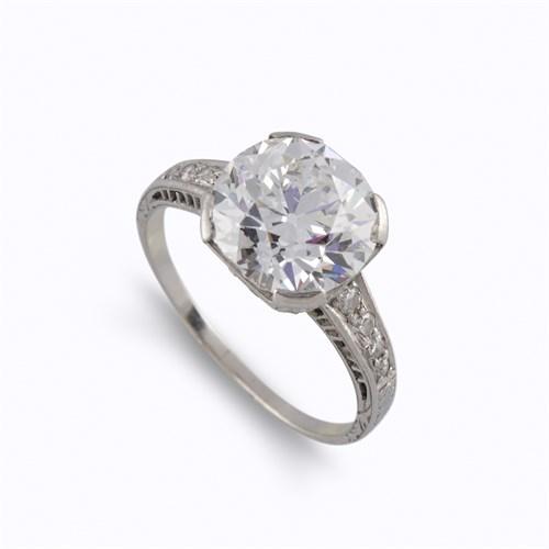 Lot 120 - A diamond solitaire