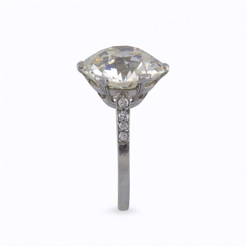 Lot 122 - A diamond solitaire