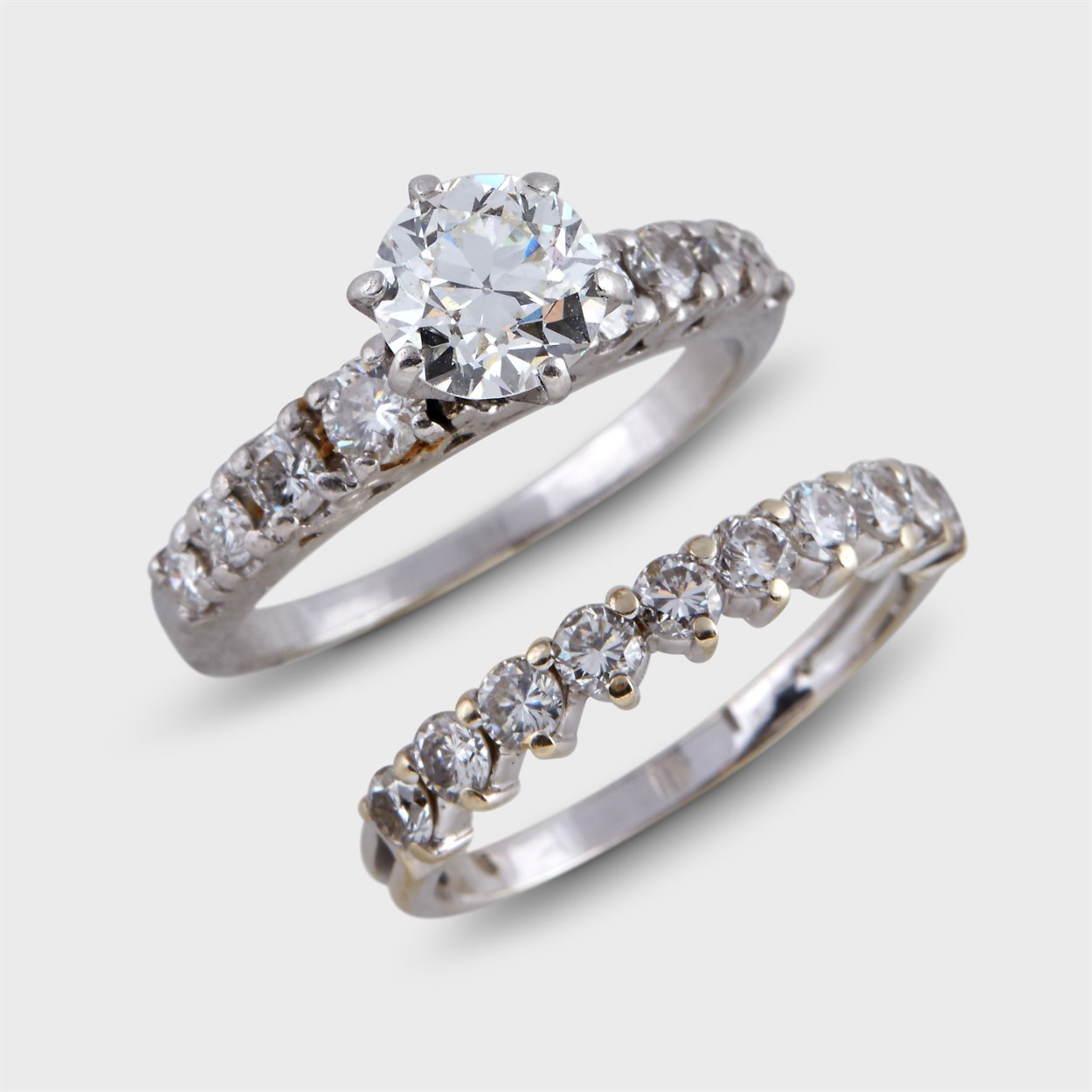 Lot 83 - A diamond and platinum engagement ring and wedding band