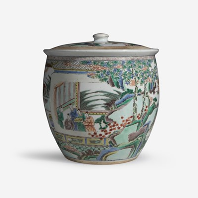 Lot 13 - An unusual large Chinese famille verte-decorated porcelain jar and cover 五彩带盖大罐