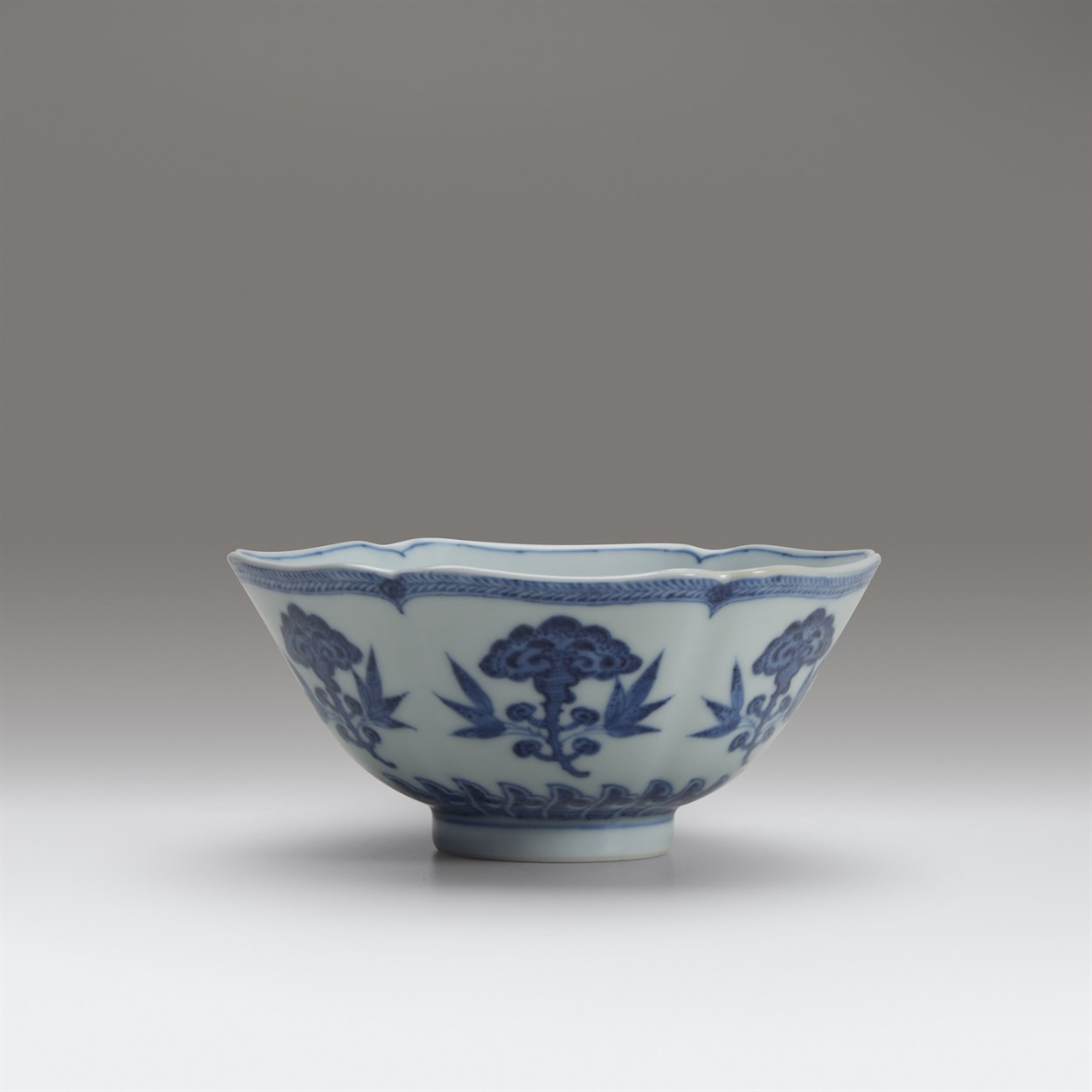 Lot 58 - A fine and rare Chinese six-lobed blue and white porcelain small bowl
