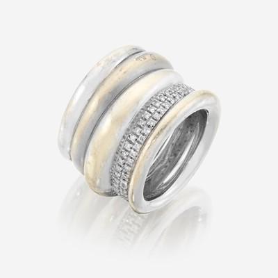 Lot 77 - An eighteen karat white gold and diamond ring, Pomellato