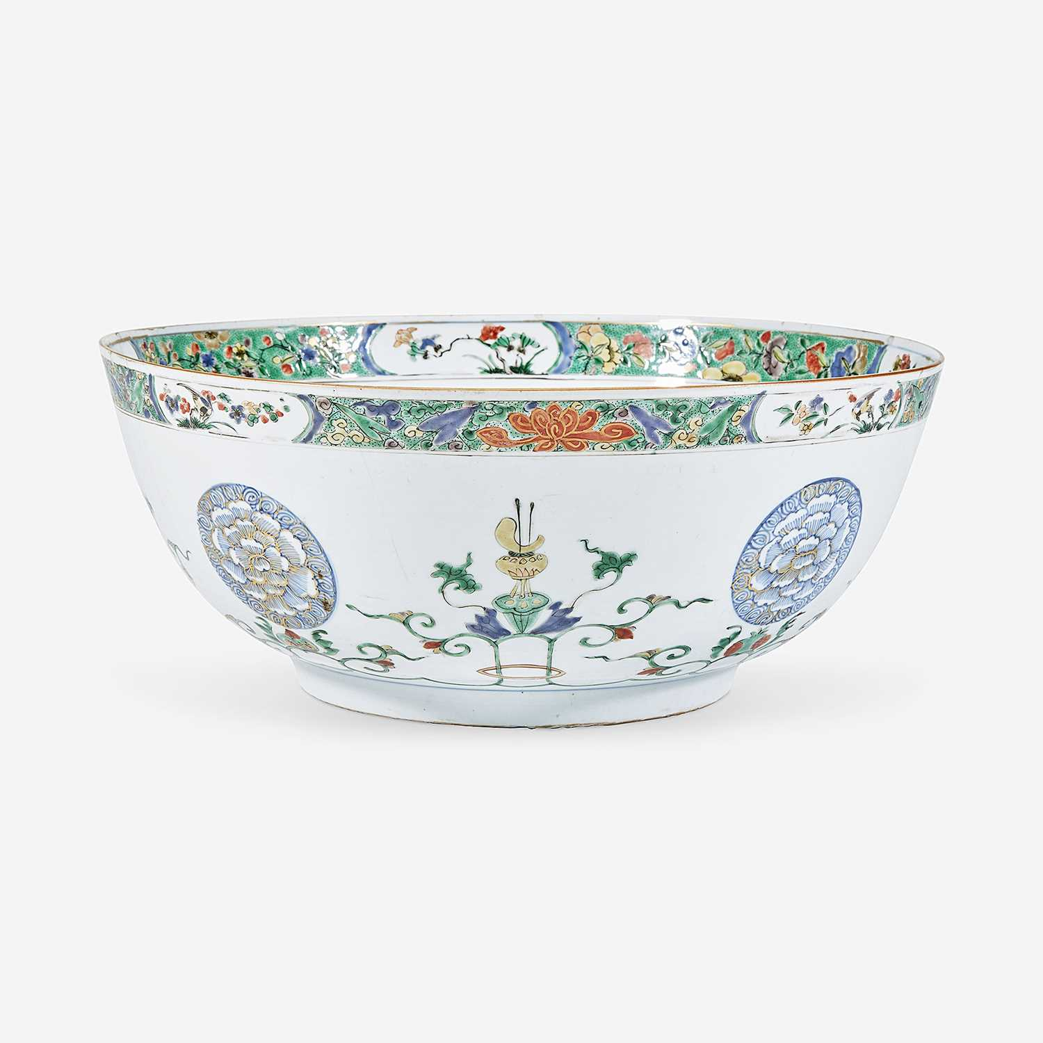 Lot 11 - A Chinese export famille verte-decorated porcelain punch bowl