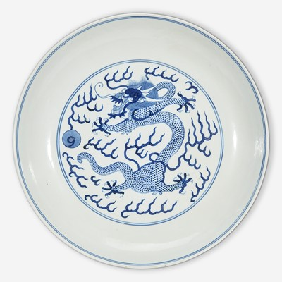 """Lot 18 - A Chinese blue and white porcelain """"Dragon"""" dish"""