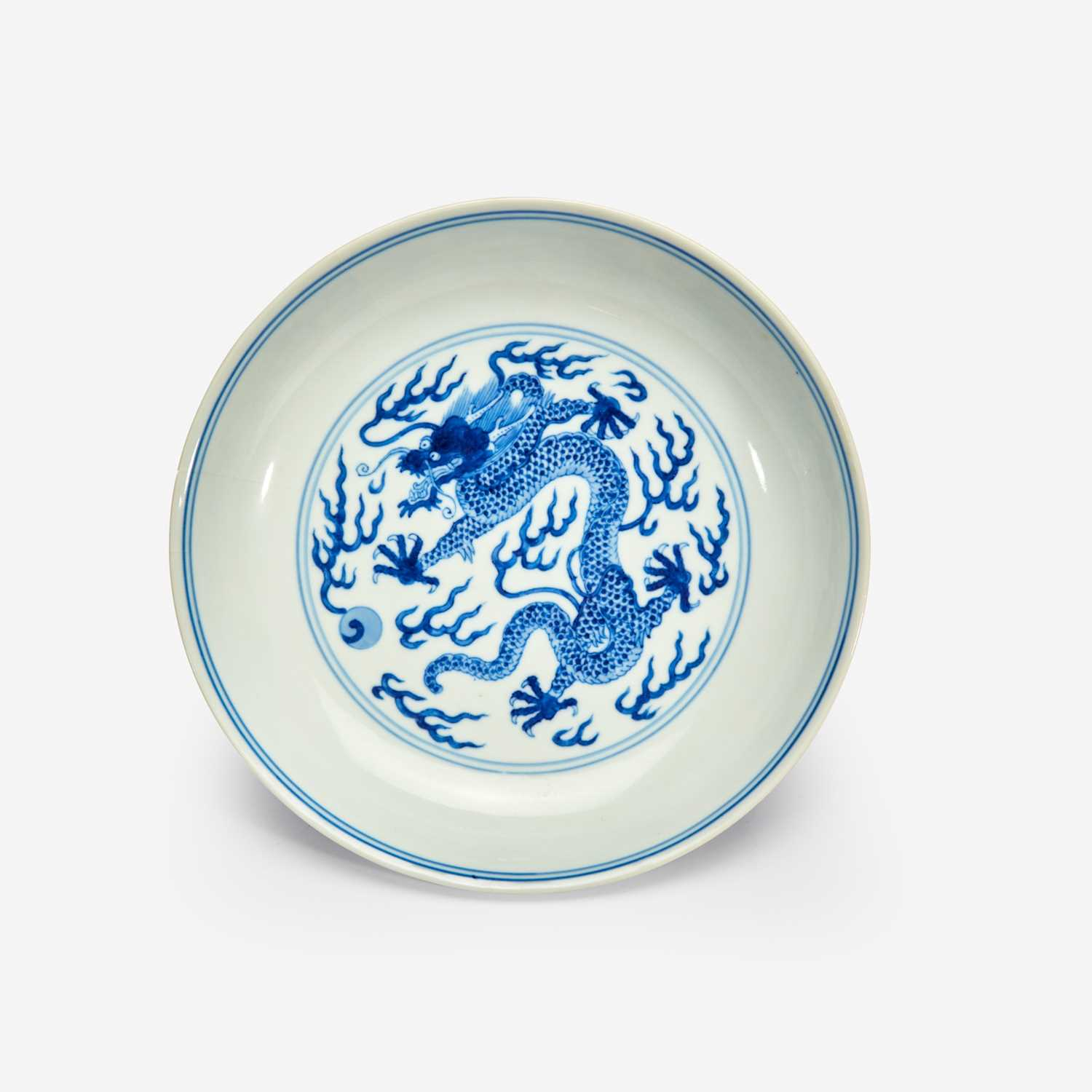 """Lot 24 - A Chinese blue and white porcelain """"Dragon"""" dish 青花龙纹洗"""