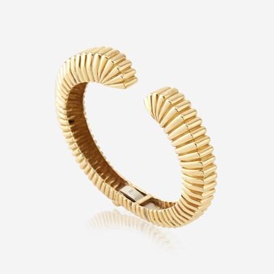 Lot 182 - An eighteen karat gold cuff