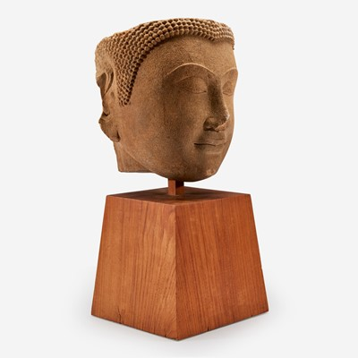 Lot 179 - A large Thai carved sandstone head of a Buddha泰国石雕佛首