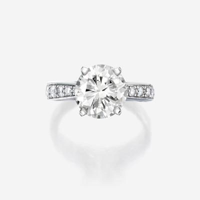 Lot 105 - A diamond solitaire