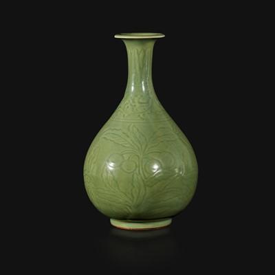 Lot 2 - A Chinese Longquan incised celadon-glazed bottle vase, Yuhuchunping