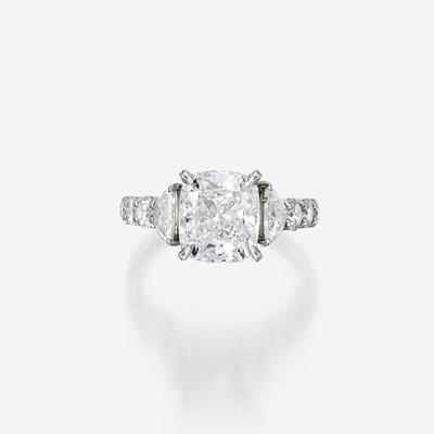 Lot 109 - A diamond solitaire