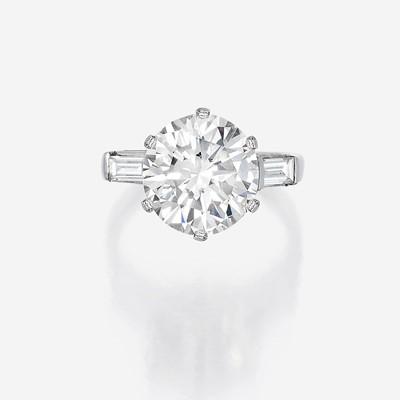 Lot 158 - A diamond solitaire