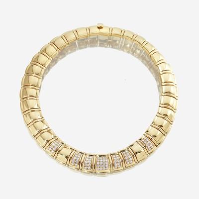 Lot 64 - An eighteen karat gold and diamond necklace
