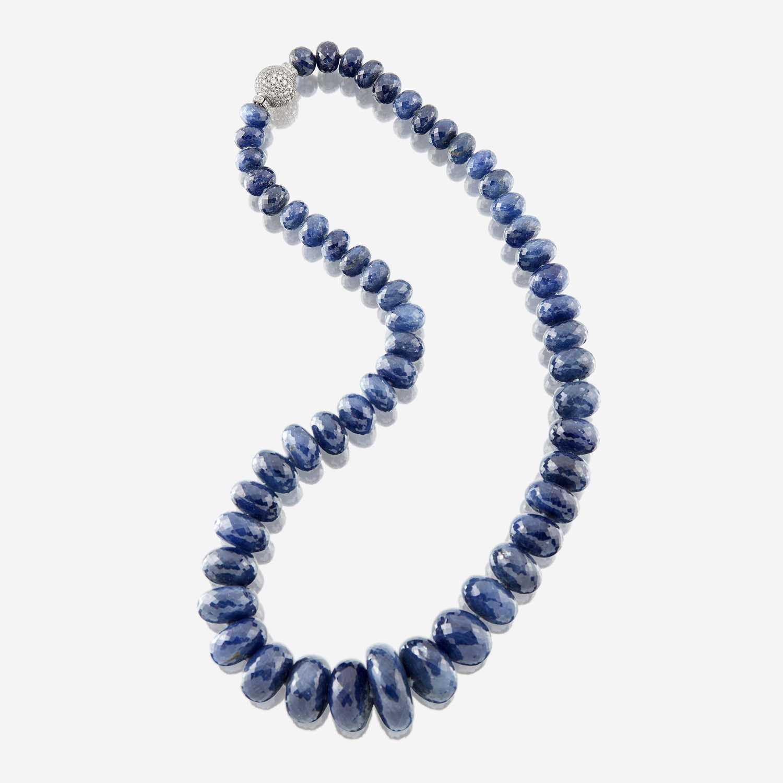 Lot 31 - A sapphire, diamond, and platinum necklace