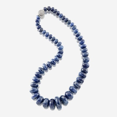 Lot 31 - A sapphire, diamond, and platinum necklace