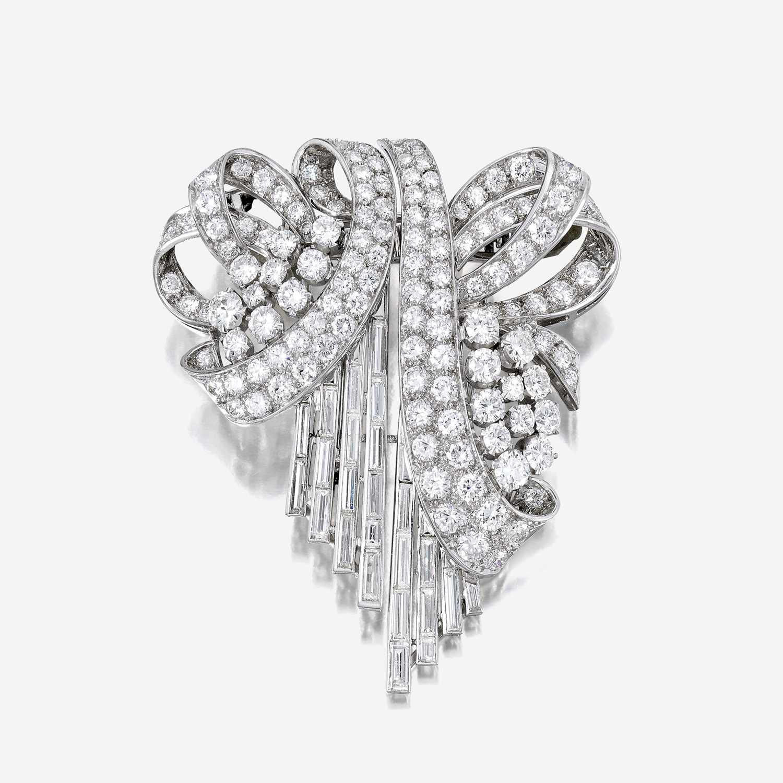 Lot 5 - A diamond and platinum clip/brooch