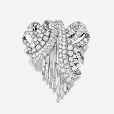 Lot 5 - A diamond and platinum clip/brooch