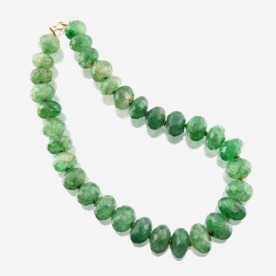 Lot 28 - A green beryl and eighteen karat gold necklace