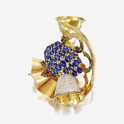 Lot 17 - A Retro eighteen karat gold, sapphire, and diamond brooch