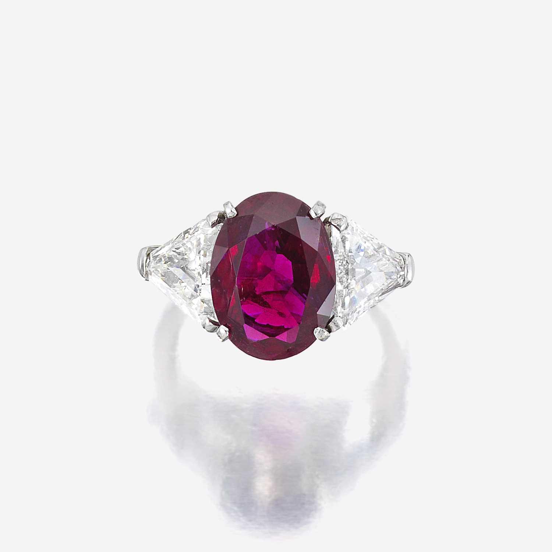 Lot 10 - A ruby, diamond, and eighteen karat white gold ring