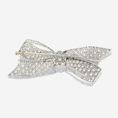 Lot 9 - A diamond and platinum brooch