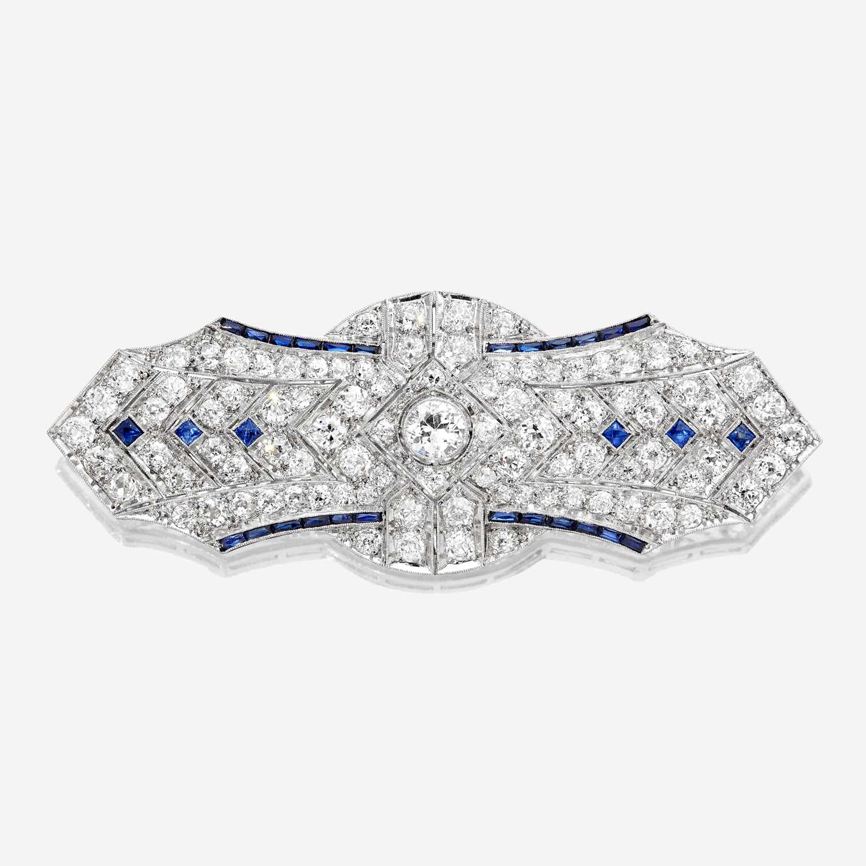 Lot 12 - An Art Deco diamond and platinum brooch