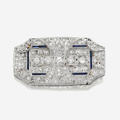 Lot 12 - An Art Deco diamond brooch