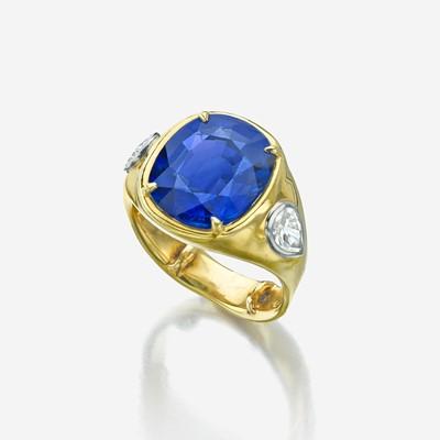 Lot 37 - A sapphire, diamond, and eighteen karat gold ring