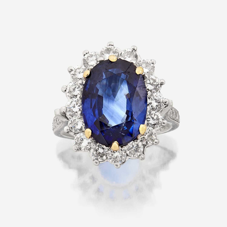 Lot 11 - A sapphire, diamond, and platinum ring