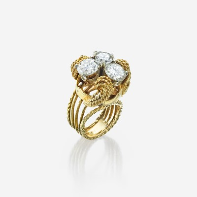 Lot 75 - A diamond and fourteen karat gold ring