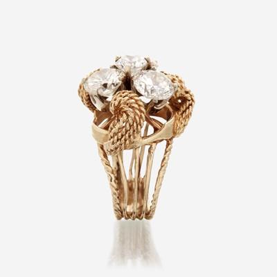 Lot 75 - A diamond and fourteen karat gold ring