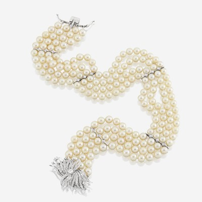 Lot 113 - A cultured pearl, diamond, and ten karat white gold choker