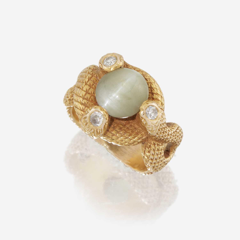 Lot 6 - A cat's eye chrysoberyl, diamond, and fourteen karat gold ring