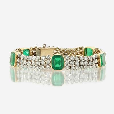 Lot 152 - An emerald, diamond, and eighteen karat gold bracelet