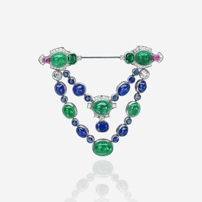 Lot 136 - An Art Deco emerald, sapphire, diamond, and ruby jabot