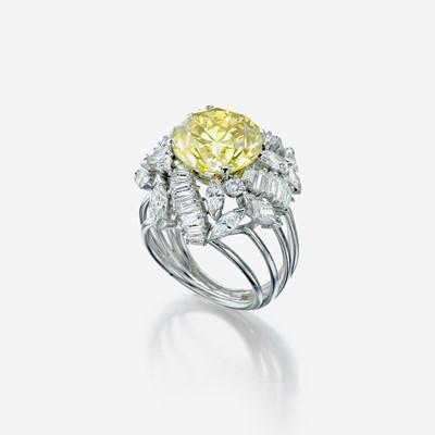 Lot 147 - A colored diamond, diamond, and eighteen karat white gold ring