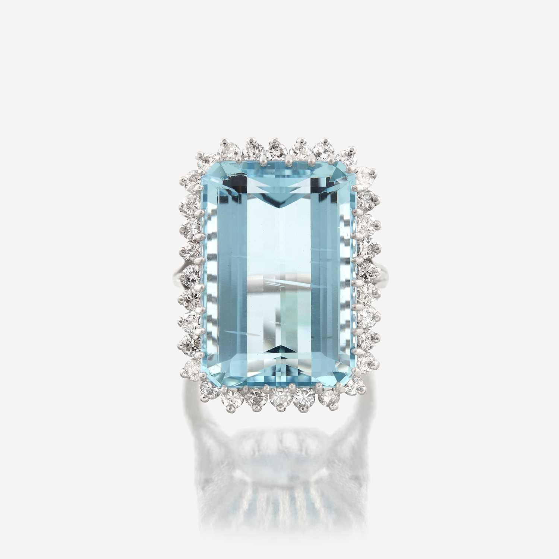 Lot 80 - An aquamarine, diamond, and fourteen karat white gold ring