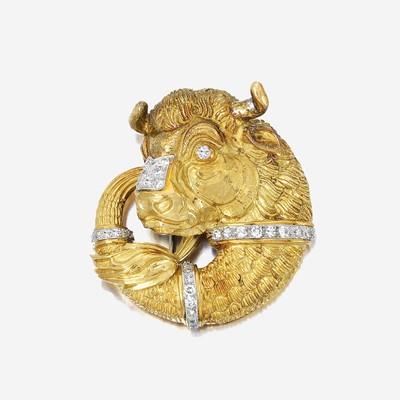Lot 43 - An eighteen karat gold, platinum, and diamond pendant/brooch, David Webb