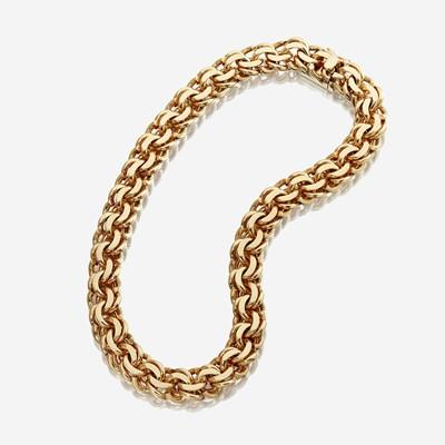 Lot 72 - A fourteen karat gold necklace