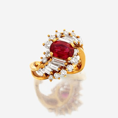 Lot 115 - A spinel, diamond, and eighteen karat gold ring