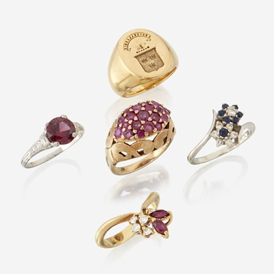 Lot 80 - A collection of five gem-set rings