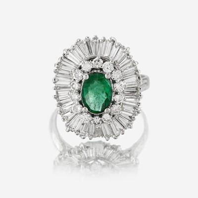 Lot 49 - An emerald, diamond, and eighteen karat gold ring