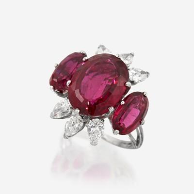 Lot 166 - A pink tourmaline, diamond, and eighteen karat white gold ring