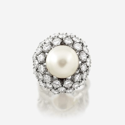 Lot 103 - A cultured pearl, diamond, and eighteen karat white gold ring