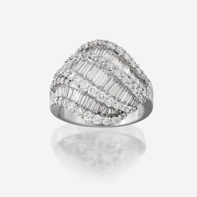 Lot 73 - A diamond and eighteen karat white gold ring