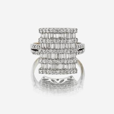 Lot 52 - A diamond and eighteen karat white gold ring